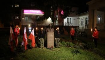 Capstrzyk Niepodległości pod pomnikiem generała Stanisława Sosabowskiego w Lęborku 2019