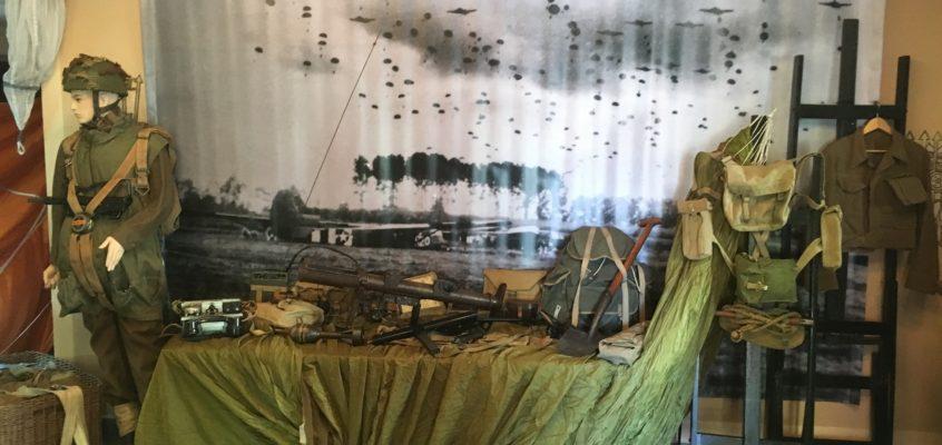 Wystawa poświęcona1 Samodzielnej Brygadzie Spadochronowej na Pikniku Historycznym i Nocy Muzeów