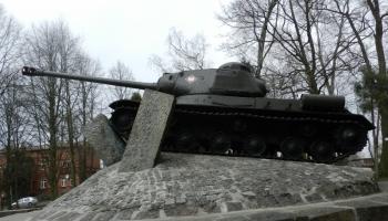 Tablica informacyjna- czołg IS 2 w Lęborku