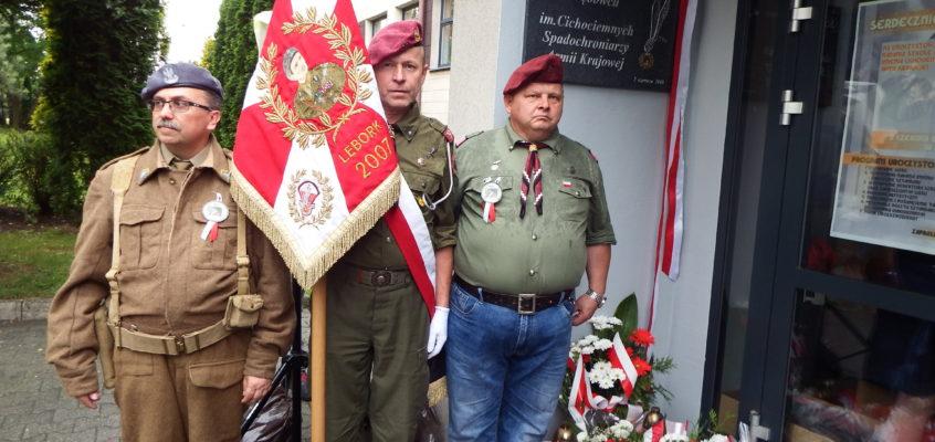 Uroczystość nadania Szkole Podstawowej w Dębowcu imienia Cichociemnych Spadochroniarzy Armii Krajowej