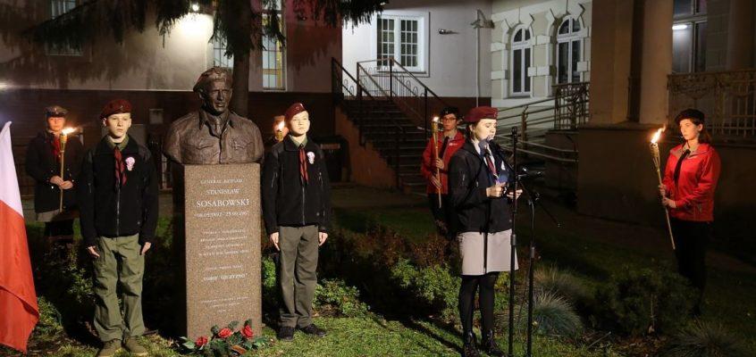 Capstrzyk Niepodległości pod pomnikiem generała Stanisława Sosabowskiego w Lęborku – 2019r.