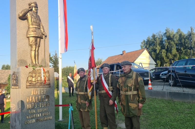 Odsłonięcie pomnika gen. broni Józefa Hallera w Jurczycach